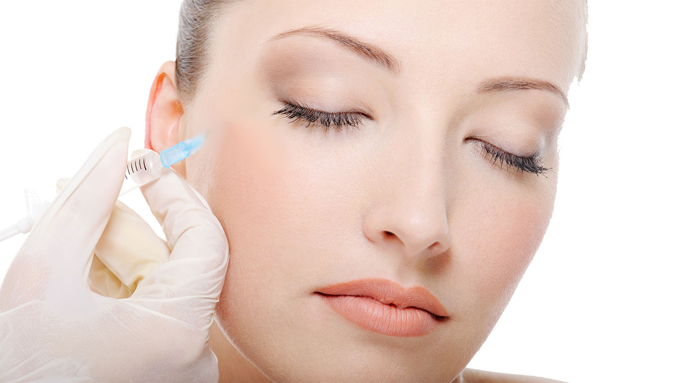 Aesthetic facial treatment in Marbella: implants and fillers